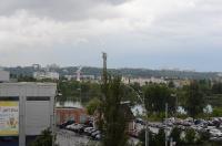 На заднем плане виден правый берег Днепра (Киев)