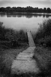 Кладка на берегу реки Хорол в Миргороде на закате