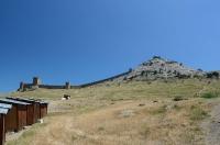 Вид издалека на Судакскую Крепость