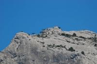 Красный флаг на горе в Крыму