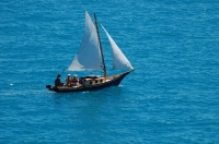 Экскурсия по морю на пиратском паруснике